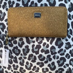 BCBGen. Wallet. Gold 💛textured. Holiday accessory